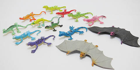 140Pcs Plastic Lizard and Bat Great toy for Kids